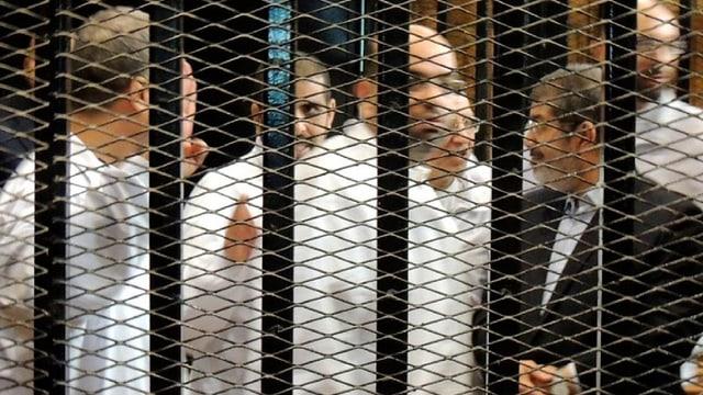 Mursi hinter Gittern.