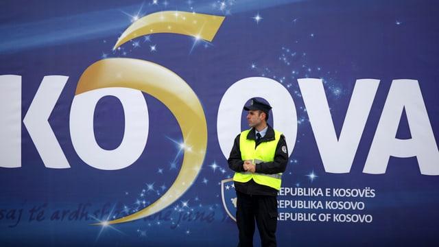 Plakat zur Unabhängigkeit des Kosovo.
