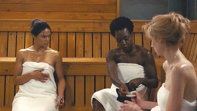 Die drei Witwen sitzen in der Sauna.