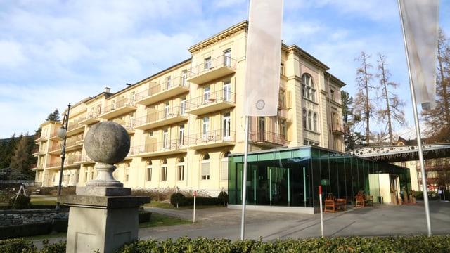 La fatschada dal hotel Waldhaus