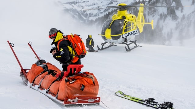 Helicoper che sa tschenta dasper in lieu d'accident.