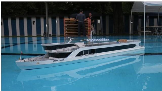 Schiffsmodell 1:40 in Becken.