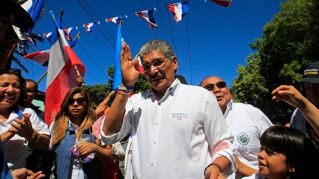 Norman Quijano an einer Gegenveranstaltung