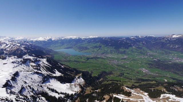 Flugbild des Kanton Obwaldens mit Sarnersee