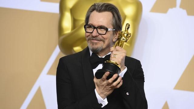 Gary Oldman im März 2018 mit seinem bislang einzigen Oscar.