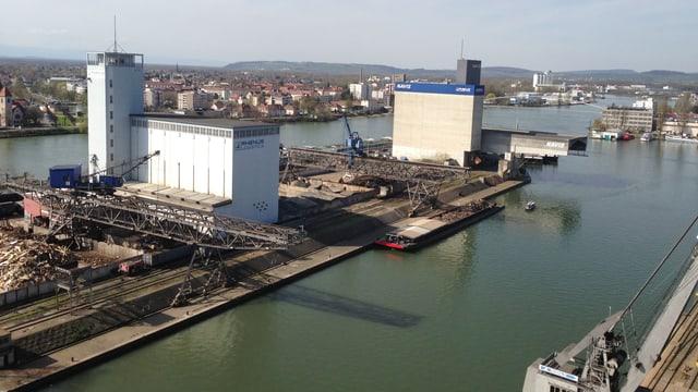 Ausblick von der Siloterrasse im Rheinhafen