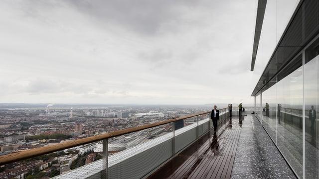 Blick von der Plattform des Roche-Turmes auf Basel