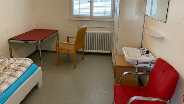 Blick in ein Notzimmer im ehemaligen Zuger Kantonsspital.