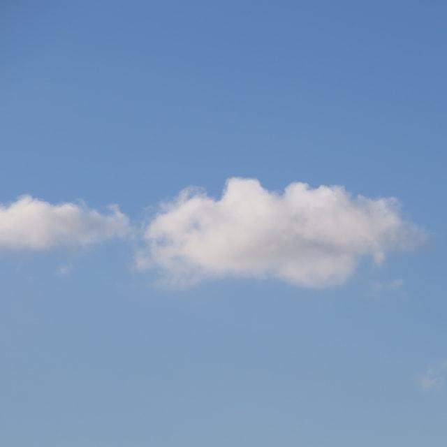 Eine kleine Schönwetterwolke, eine Quellwolke in ihrem Anfangsstadium.