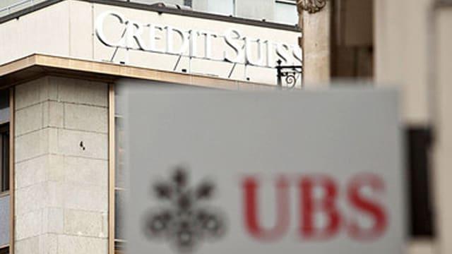 Logos von UBS und Credit Suisse
