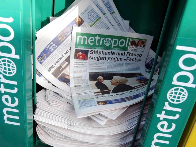 Box mit der letzten Ausgabe der Zeitung «Metropol».