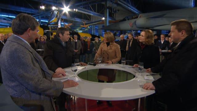 Gesprächsrunde am Arena-Tisch.