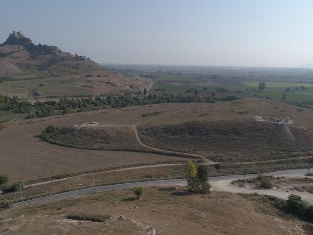 Blick aus der Luft auf eine Landschaft.
