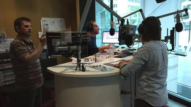 Ils 3 en il studio dal radio rumantsch