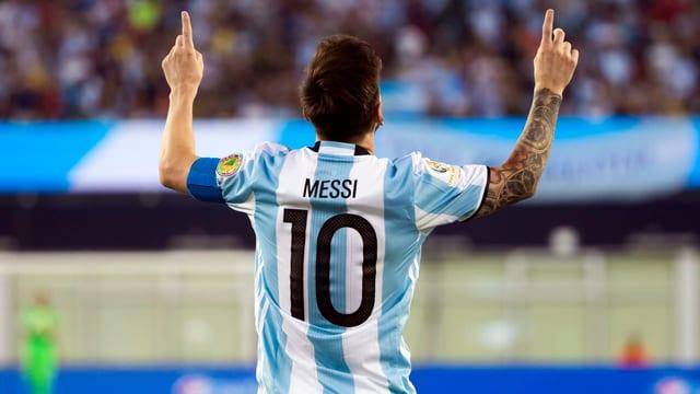Aufnahme von Lionel Messis Rücken, auf seinem Trikot prangt die Nummer 10.