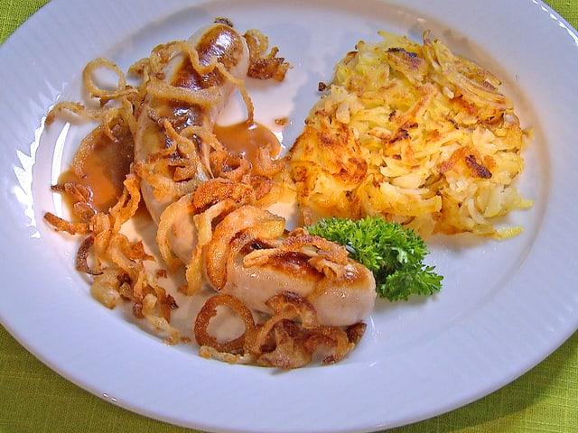 Bratwurst mit Rösti.