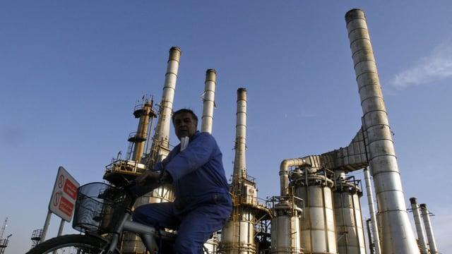Kann auch weiterhin Erdöl exportieren: eine Raffinerie in Teheran.
