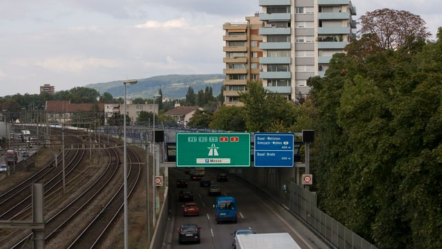 Autobahn A2 bei Ausfahrt Birsfelden