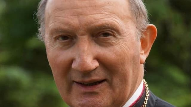 purtret da Peter Bürcher, administratur apostolic da l'uvestgieu da Cuira