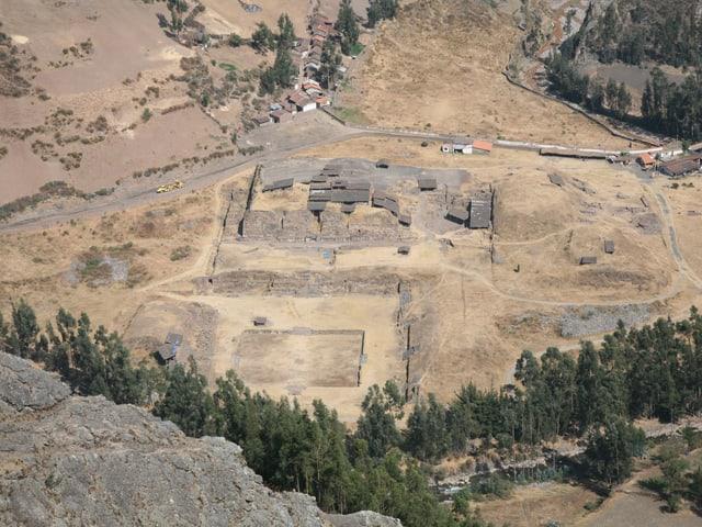 Die Anlage von Chavín de Huántar liegt auf über 3100 Meter über dem Meeresspiegel im Hochland im Norden von Peru.