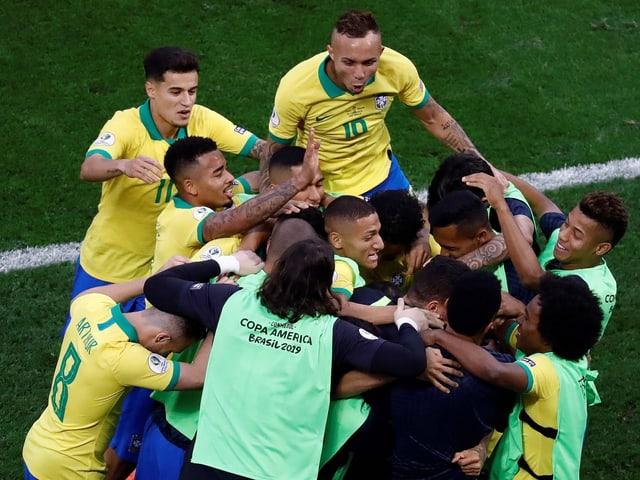 Gruppensieg vor Venezuela - Brasilien löst mit Kantersieg das Viertelfinal-Ticket