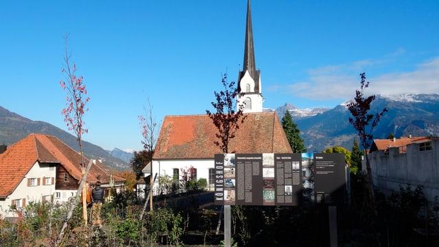 baselgia da Zezras, davant il «Königshof»