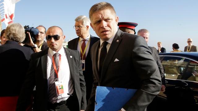 Il primminister slovac Robert Fico a l'inscunter suprem davart la crisa da fugitivs a Malta.