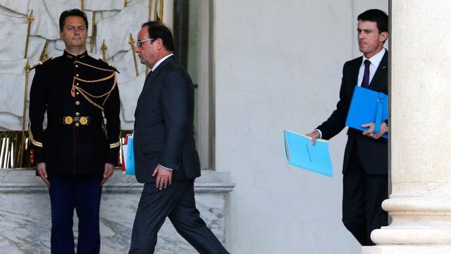 Präsident François Hollande gefolgt von Premier Manuel Valls.