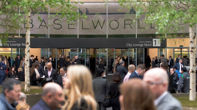 Eingang der Baselworld mit Schriftzug.