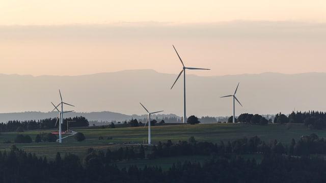 Windturbinen im Jura