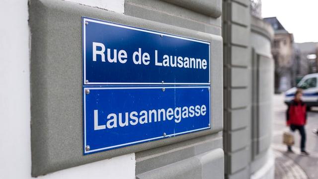 Strassenschild in Freiburg:«Rue de Lausanne»