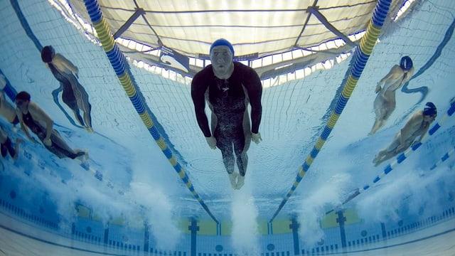 Schwimmer sollen in Basel nicht mehr auf dem Trockenen sitzen - dies fordert die CVP.