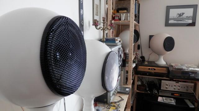 Ein runder Lautsprecher.