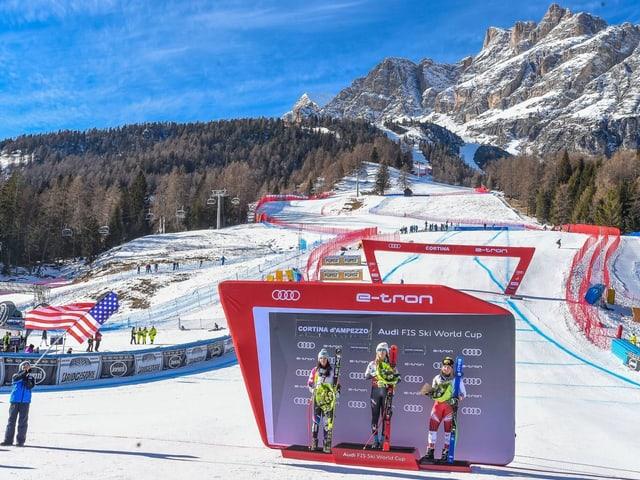 Cortina d'Ampezzo wird die Frauen-Skirennen, Eiskanal-Sportarten, Curling und Biathlon beheimaten.