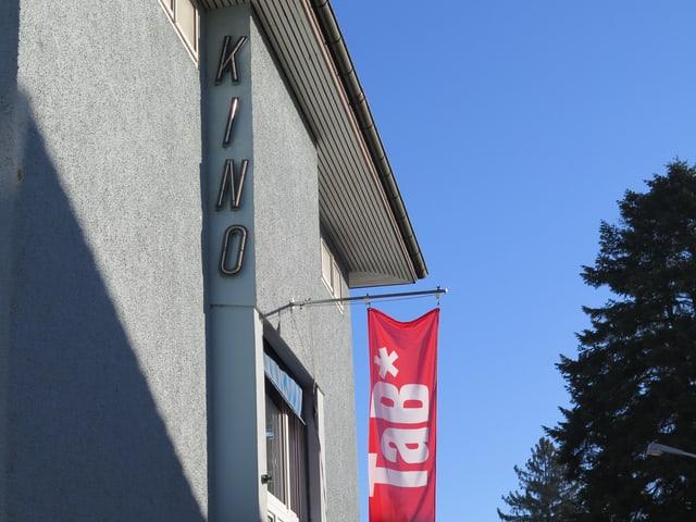 Kino-Schriftzug am Gebäude