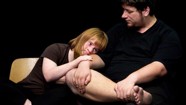 Die beiden Schauspieler Julia Häusermann und Remo Beuggert im neuen Stück «Disabled Theatre».