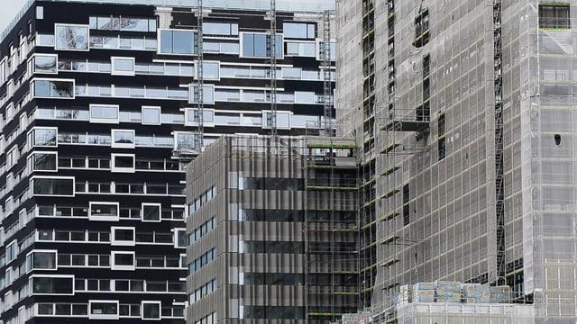 Trendiges Hochhäuser im Bau in Zürich-West