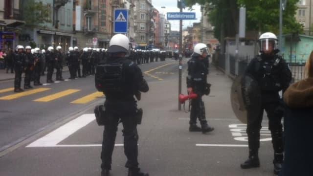 Polizeikordon in der Langstrasse.
