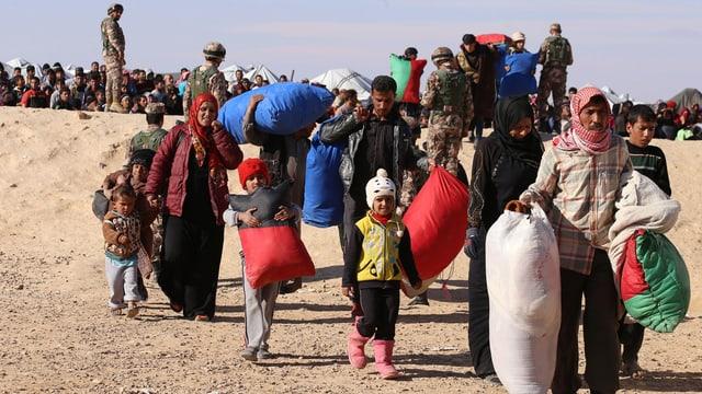 Fugitivs da la Siria arrivan sin terrori da la Jordania, ils 14 da schaner 2016.