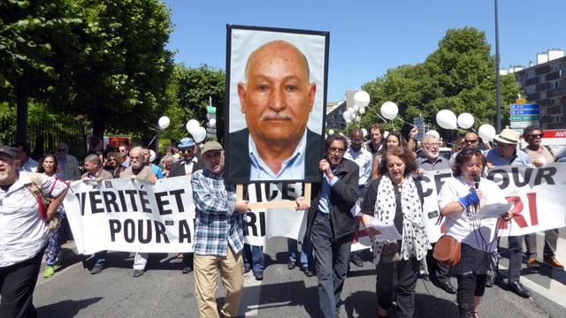 Hunderte demonstrieren für «Gerechtigkeit für Ali Ziri» - ein Fall von tödlicher Polizeigewalt, den Acat aufrollte.
