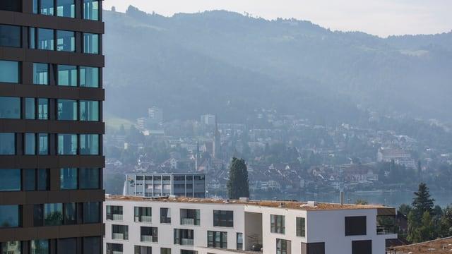 Zuger Hochhäuser und Altstadt.