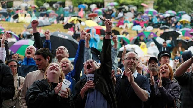 Fans jubeln Konta auf dem «Murray Mound» zu.