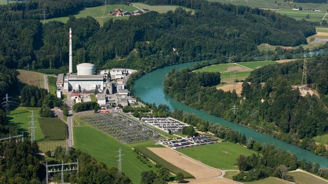 Eine Fernansicht des Atomkraftwerks Mühleberg