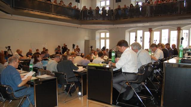 Bieler Stadtrat während einer Parlamentssitzung