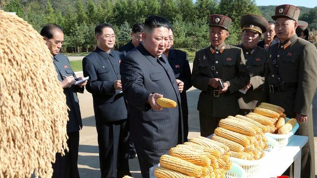 Kim Jong-un besucht eine Farm in seinem Land.
