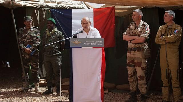 Verteidigungsminister Jean-Yves Le Drian bei einem Truppenbesuch in Mali.