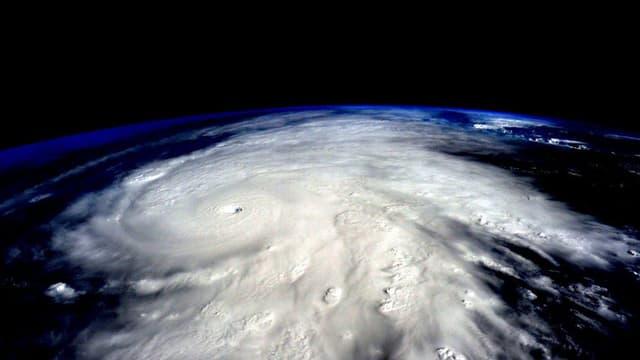 Il stemprà, fotografà da l'astronaut Scott Kelly, l'actual cumandant da la staziun spaziala ISS.