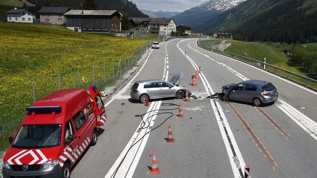 2 autos donegiads sin il lieu da l'accident.