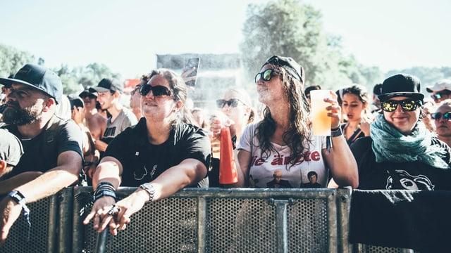 Festivalbesucher vor der Bühne