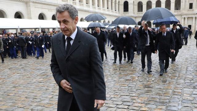 Sarkozy va sur in plaz e na vesa betg ora cuntent.